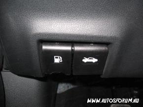 Peugeot 206 motorháztető nyitása