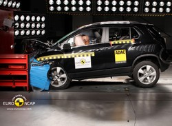 chevrolet orlando teszt html with 3010 Chevrolet Trax Toresteszt Euro Ncap Tol 5 Csillaggal on 20110210 Ford Focusme proba further Suvs Crossovers further 3010 Chevrolet Trax Toresteszt Euro Ncap Tol 5 Csillaggal additionally  together with 1497 Chevrolet Orlando Teszt Egyteru Suv.