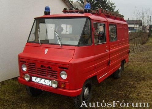 A galériai a következő cikkhez kapcsolódik: Szocialista veterán autók megmentője Békási Imre